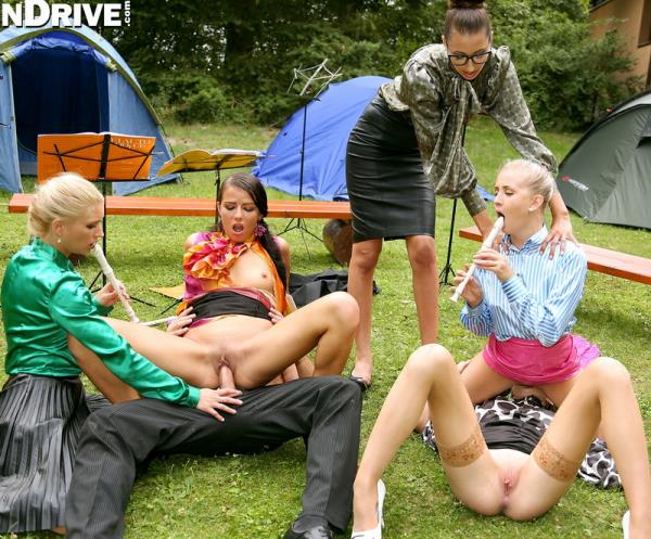 Uma, Chelsy Sun, Kitty Jane, Cayla Lyons, Samantha Johnson - Band Camp Cuties Play The Skin Flute Under Golden Showers ... [HD 720p] 2019