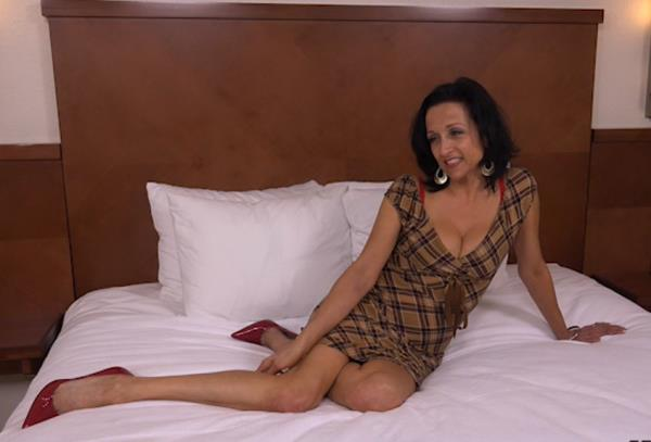 Cathy - 44 year old webcam MILF takes creampie [SD 404p] 2019