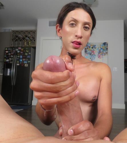 Ashley Silver - Amateur Petite Trans Stunner Makes A Porno (HD)