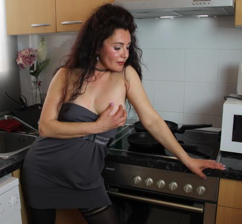 Zazel - Paradise Spanish housewife playing with a cucumber (1.52 GB)