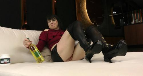 Dirtygardengirl - Dirtygardengirl with anal bottle in ass, extreme anal prolapse (FullHD)